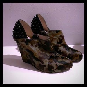Cute camo calf skin bootie/wedges